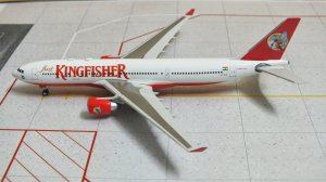 Kingfisher Airlines Airbus A330200 VT-VJL 1/400 Scale Diecast Metal Aircraft Model Phoenix PH10461
