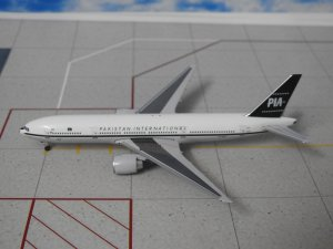 PIA Boeing 777200 AP-BMG 1/500 Scale Aeroclassics Aircraft Model