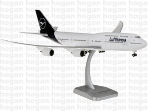 Lufthansa New Livery Boeing 747800 D-ABYA with stand Miniature Aircraft Model Hogan HGDLH003