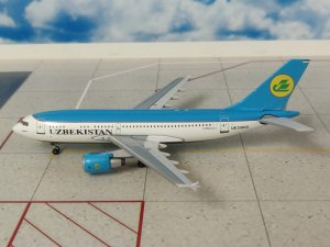Uzbekistan Airlines Airbus A310-300 Reg UK-31003 1/400 Scale Diecast Metal Aircraft Model Aeroclassics AC19224