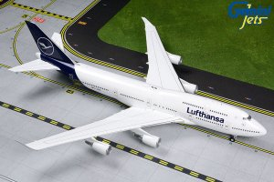 Lufthansa Boeing 747-400 (NEW LIVERY) D-ABVM 1/200 Scale Airplane Model Geminijets G2DLH792