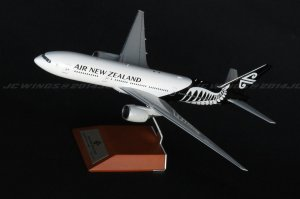 Air New Zealand Boeing 777-200ER ZK-OKC With Stand 1/200 Scale Diecast Airplane model XX2917