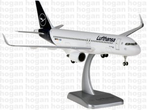 Lufthansa New Colors Airbus A320-200 D-AIZW Wesel 1/200 Scale Aircraft model Hogan DLH006