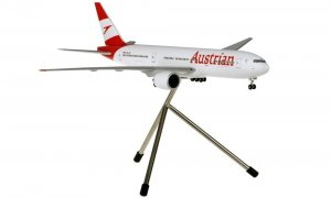 Austrian Airlines Boeing B777-200 Reg OE-LPF 1.200 Scale Aircraft Model With Tripod Stand Hoganwings HGAUA001