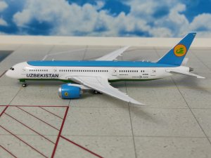 Uzbekistan Airlines Boeing 787-800 Dreamliner Reg UK78701 1/400 Scale Diecast Metal Aircraft Model Jcwings XX4711