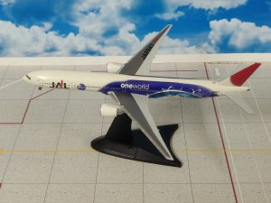 JAL Japan Airlines Oneworld Boeing 777300 JA8941 1/400 Scale Diecast Metal Aircraft Model Herpa