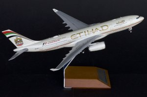 Etihad Airways Old Colors Airbus A330-200 2014 Formula 1 Etihad Airways Abu Dhabi Grand Prix Reg A6-EYN 1/200 Scale Diecast Metal Aircraft Model Jcwings XX2962