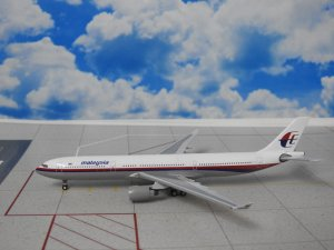 Malaysia Airlines Airbus A330-300 Reg 9M-MKE 1.400 Scale Aircraft Model Aeroclassics ACMAS1116A
