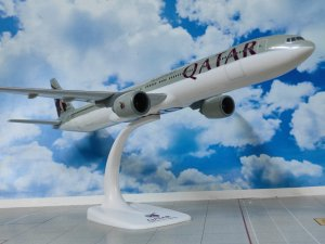 Qatar Airways Boeing 777300ER A7-BEJ 1/200 Scale Aircraft Model PPCHolland