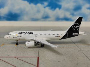Lufthansa New Colors Airbus A319-100 Reg D-AILW 1/400 Scale Diecast Metal Aircraft Model Aeroclassics AC419665