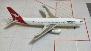 Qantas Airways Airbus A300B4-203 VH-TAA 1/400 Scale Diecast Metal Aircraft Model Phoenix PH10394