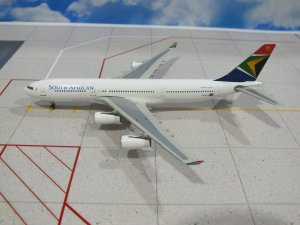 South African Airways Airbus A340-200 ZS-SLE 1/400 Scale Diecast Metal Aircraft Model Phoenix 10579