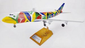 "South African Airways Boeing 747300 ""NDIZANI"" ZS-SAJ with stand 1/200 Scale Airplane Model Jcwings XX2808"